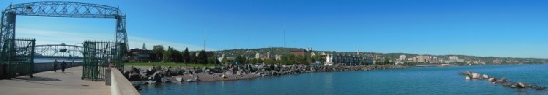 Panorama of Lift Bridge and Rocky Shoreline (600 x 105)